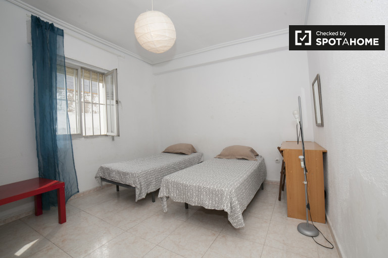 Twin Beds in Rooms for rent in homely 4-bedroom apartment in Casco Antiguo