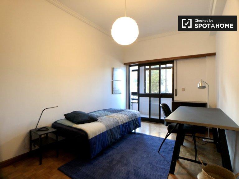 Zimmer in 5-Zimmer-Wohnung in São Domingos de Benfica