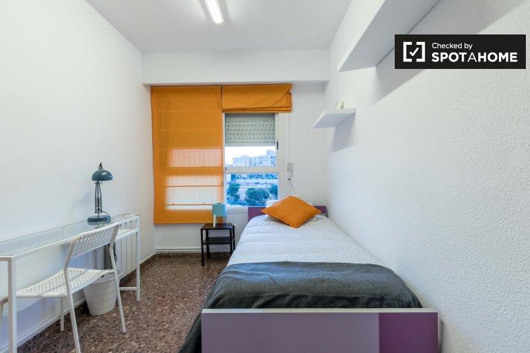 Chambre dans un appartement de 4 chambres à Quatre Carreres, Barcelone