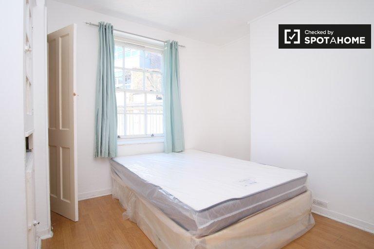 Espaçoso quarto em apartamento de 3 quartos em Tower Hamlets, Londres
