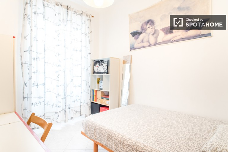 Furnished room in 2-bedroom apartment in Torre Gaia, Rome