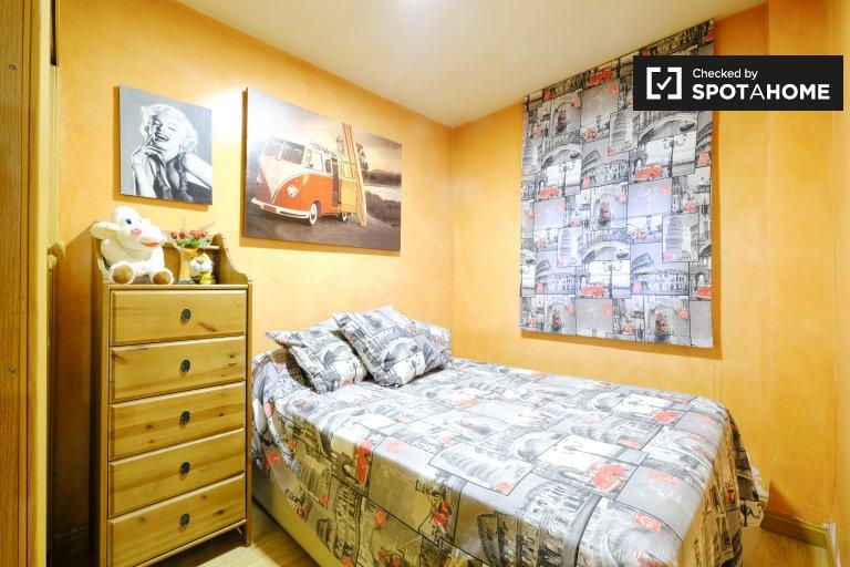 Pokój dwuosobowy do wynajęcia, apartament z 3 sypialniami, Villa de Vallecas