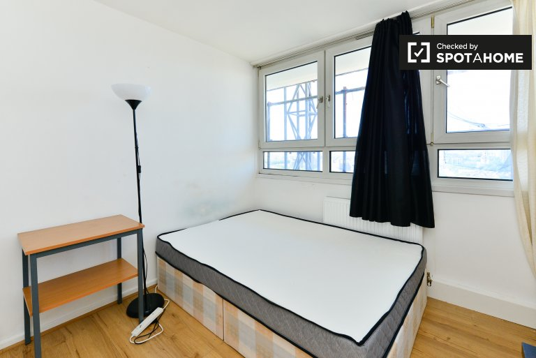 Quarto luminoso em apartamento de 3 quartos em Shadwell, Londres