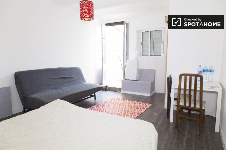 Room in 2-bedroom apartment in Vila Olímpica, Barcelona