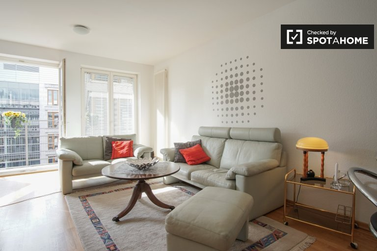 Gorgeous studio apartment with balcony for rent in central Tiergarten
