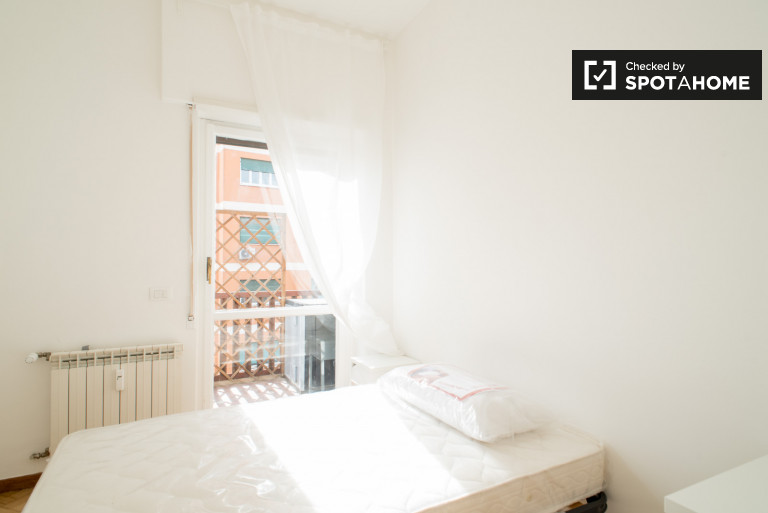 Single Bed in Rooms for rent in spacious and luminous 5-bedroom apartment in Ostiense