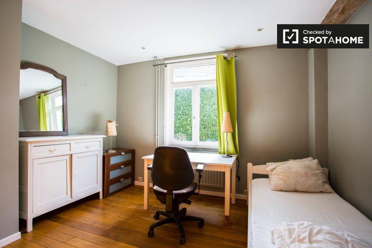 Quarto interior em apartamento de 3 quartos em Bruxelas