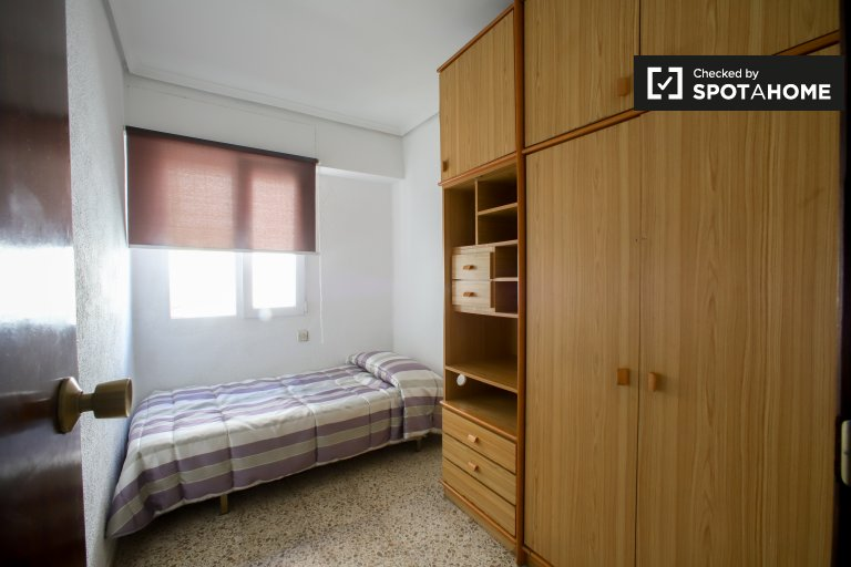 Charming room for rent in Patraix, Valencia