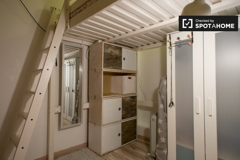 Room in 2-bedroom apartment in El Raval, Barcelona