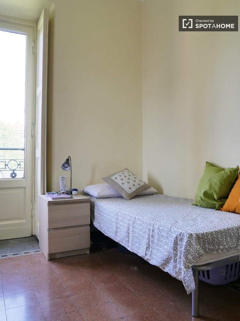 Twin Beds in Two spacious bedrooms for rent in a fantastic apartment next to Universita Bocconi