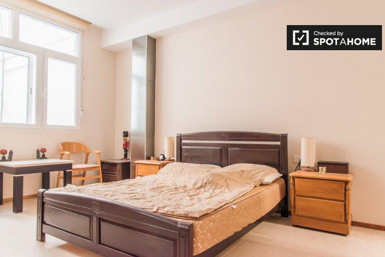 Quarto para alugar em apartamento de 3 quartos em Poblats Marítims