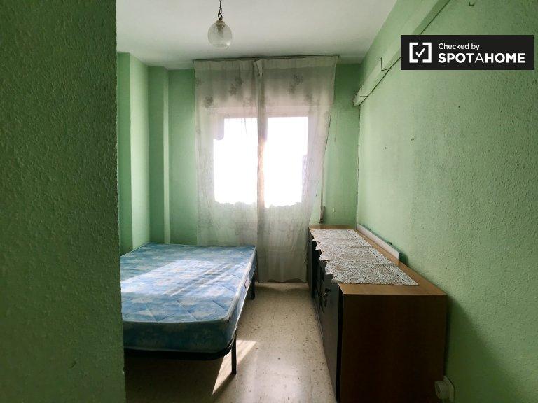 Chambre meublée dans un appartement de 3 chambres à Carabanchel, Madrid