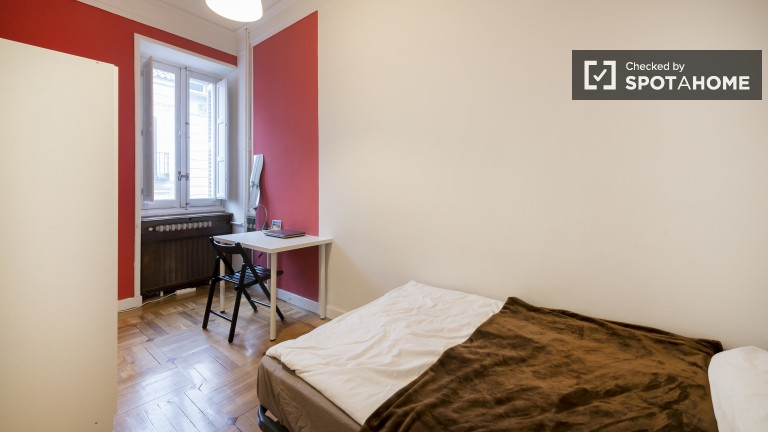Rooms for Rent in a Shared Apartment in Central Madrid