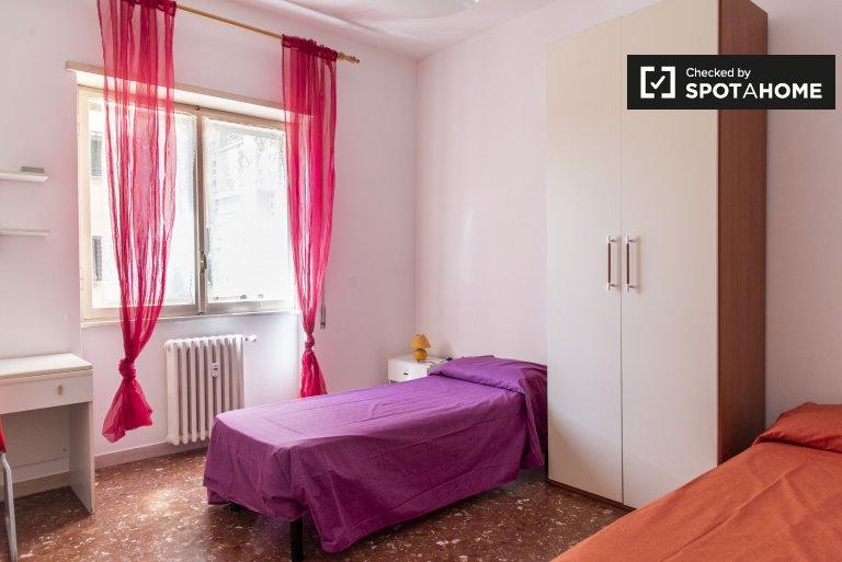 Acogedor apartamento de 2 dormitorios en alquiler en Ostiense, Roma