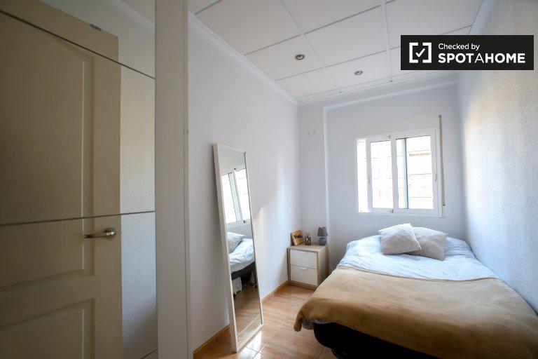 Quarto luminoso em apartamento de 3 quartos em Campanar, Valência