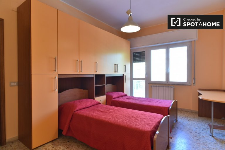 Twin Beds in Rooms for rent in spacious 3-bedroom apartment in Centocelle