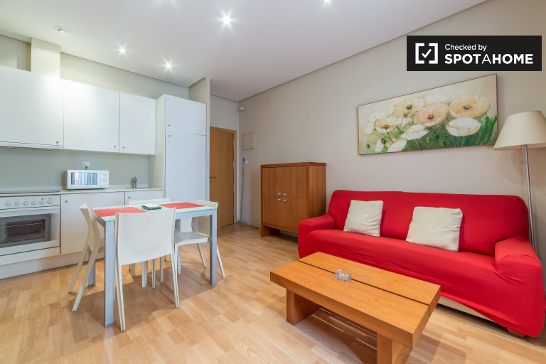 Stylish 1-bedroom apartment with AC and balcony in Ciutat Vella