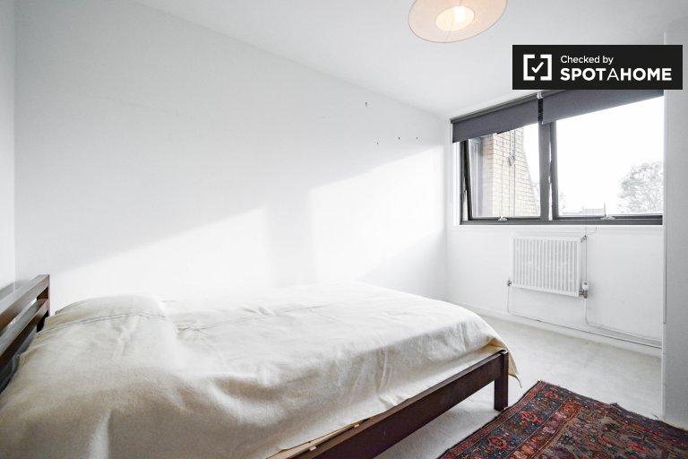 Camera in affitto in appartamento con 2 camere da letto a North Kensington