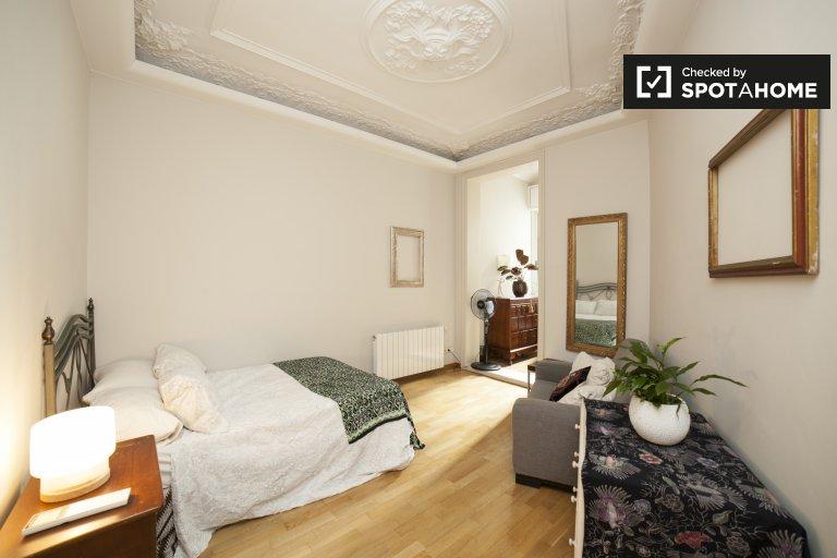 Chambre spacieuse dans un appartement de 3 chambres à Dreta Eixample