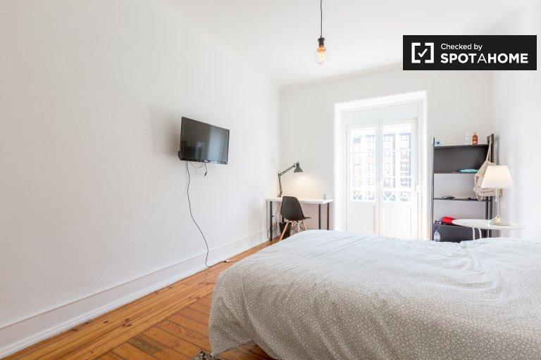Se alquila habitación en apartamento de 6 dormitorios en Areeiro, Lisboa