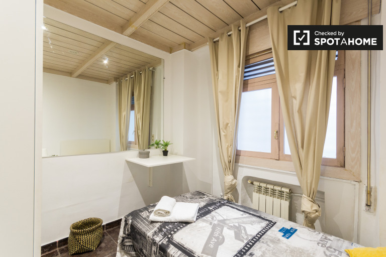 Single Bed in Rooms for rent in 10-bedroom duplex apartment in Salamanca