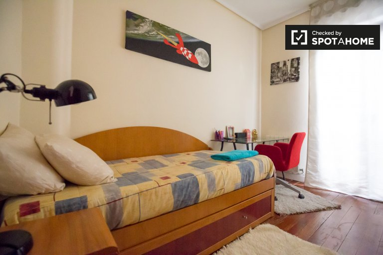 Single Bed in Rooms to rent in bright 4-bedroom apartment in vibrant Ibaiondo