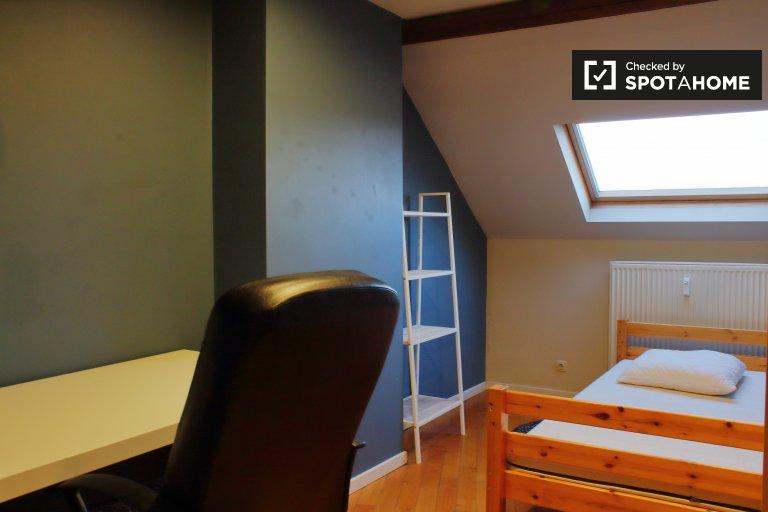 Chambre à louer dans un appartement de 4 chambres à Etterbeek, Bruxelles