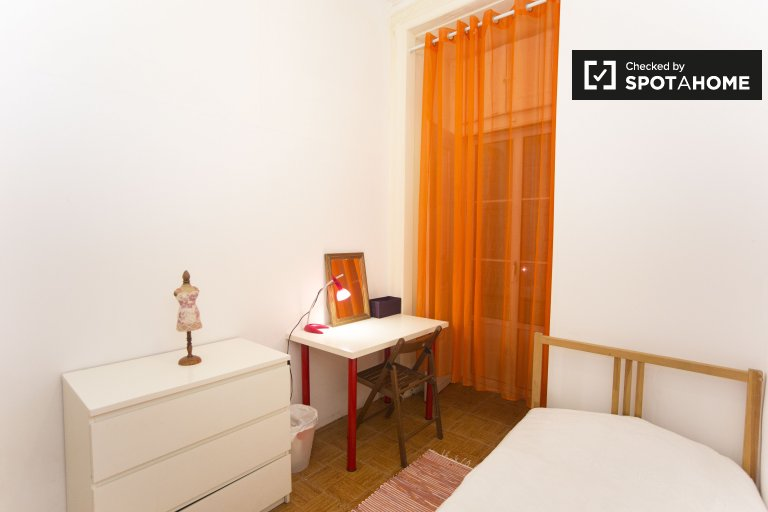 Bright room for rent in 6-bedroom apartment in Barrio Alto