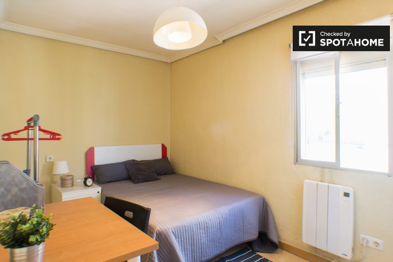 Great room in 4-bedroom apartment in Getafe, Madrid