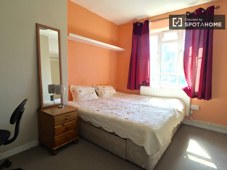 Bedroom 3, couple-friendly with double bed and TV