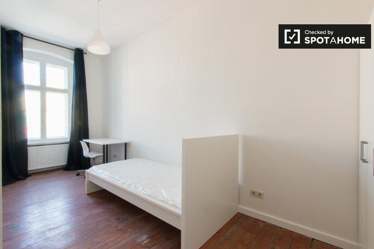 Umeblowany pokój w 4-pokojowym apartamencie, Prenzlauer Berg