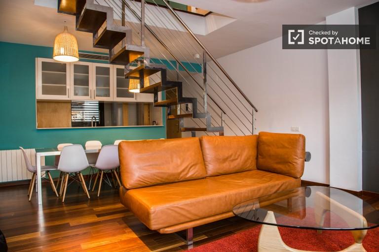 Dwupoziomowy apartament z 3 sypialniami do wynajęcia w Gracia - Barcelona