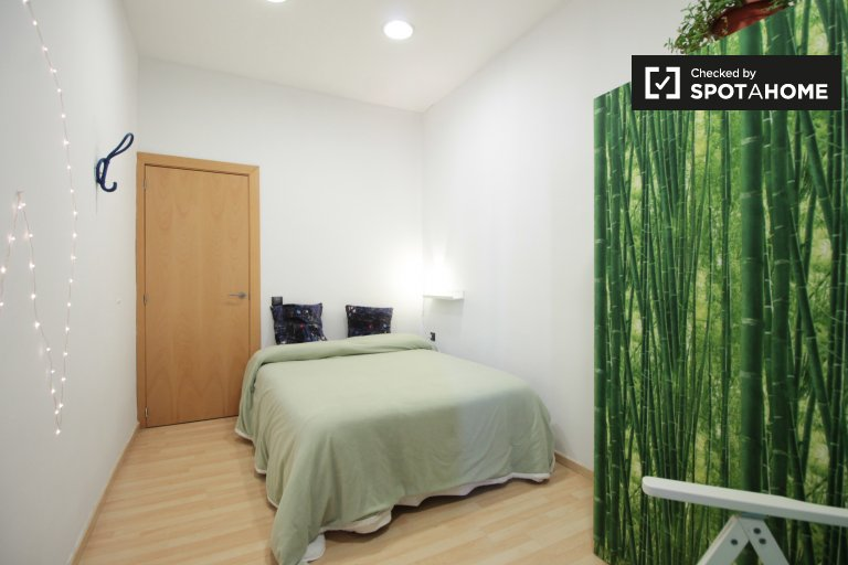 Cozy room for rent in Poble-sec, Barcelona