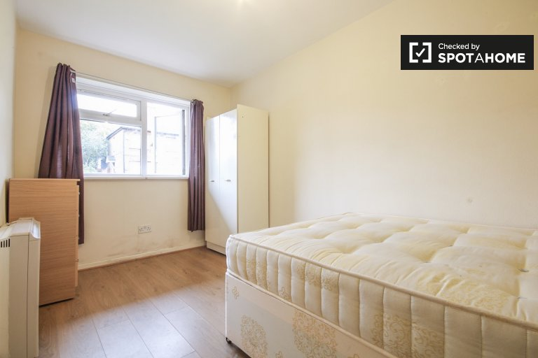 Double Bed in Rooms to rent in a 4-bedroom shared flat in Arnos Grove