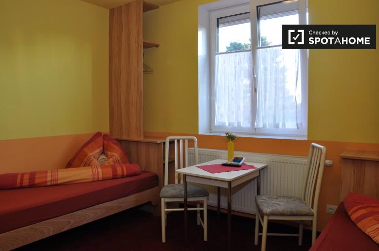 Bright studio apartment for rent in Favoriten