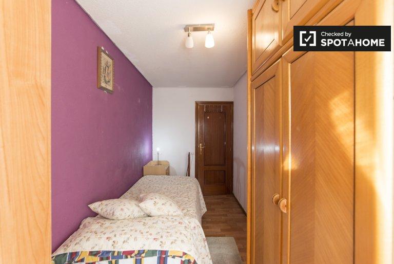 Quarto luminoso em apartamento de 3 quartos em Ciudad Lineal, Madrid