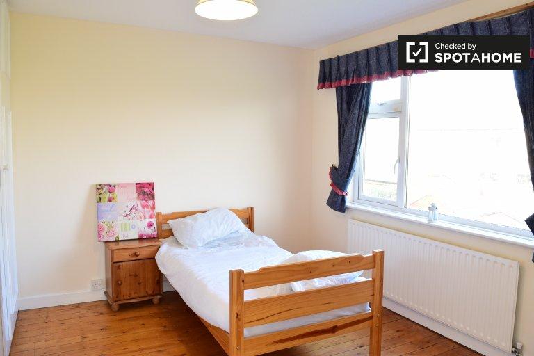 Zimmer zu vermieten in 3-Zimmer-Häuser in Firhouse, Dublin