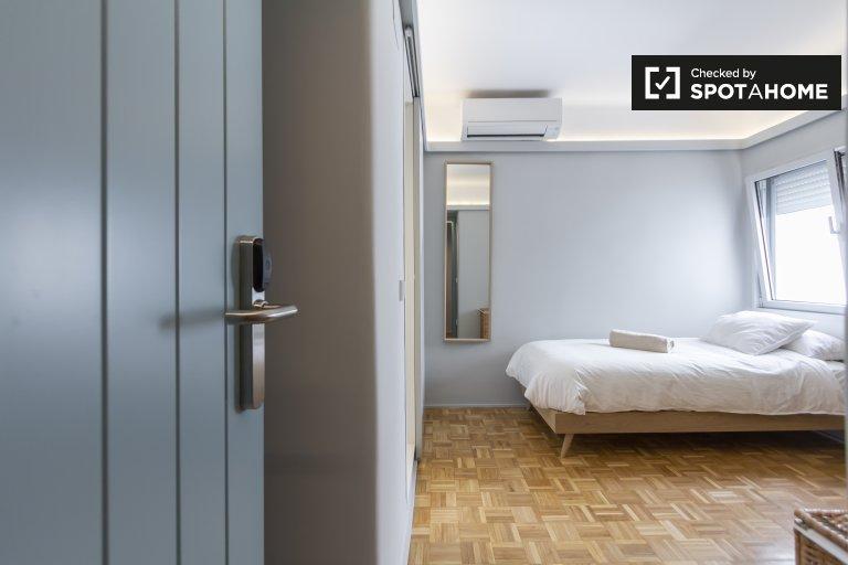 Stanza accogliente in affitto in appartamento con 5 camere da letto, Tetuán, Madrid