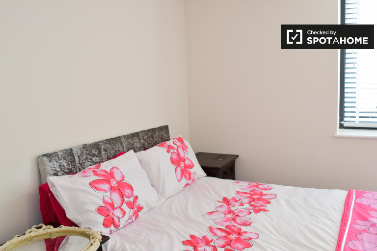 Double Bed in Cozy room for rent in 2-bedroom aprtment in Donaghmede