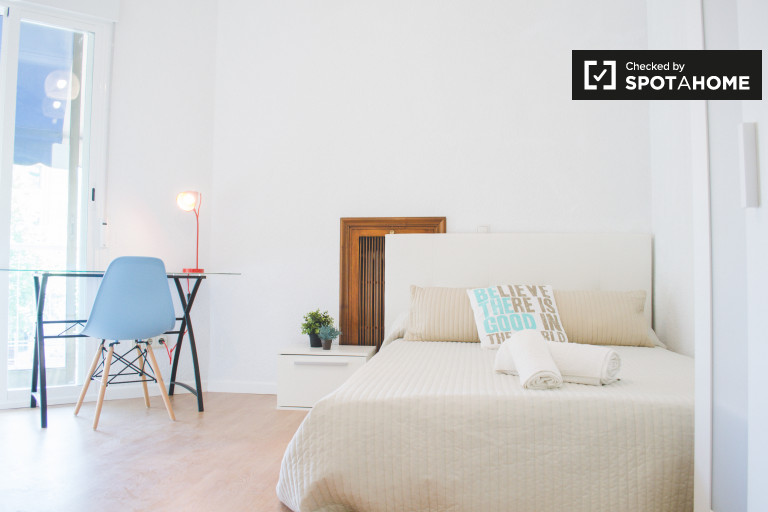 Double Bed in Rooms for rent in renovated 16-bedroom apartment in Malasaña