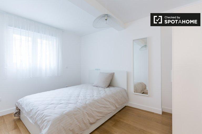 Modern room 7-bedroom apartment in 9th arrondissement, Paris