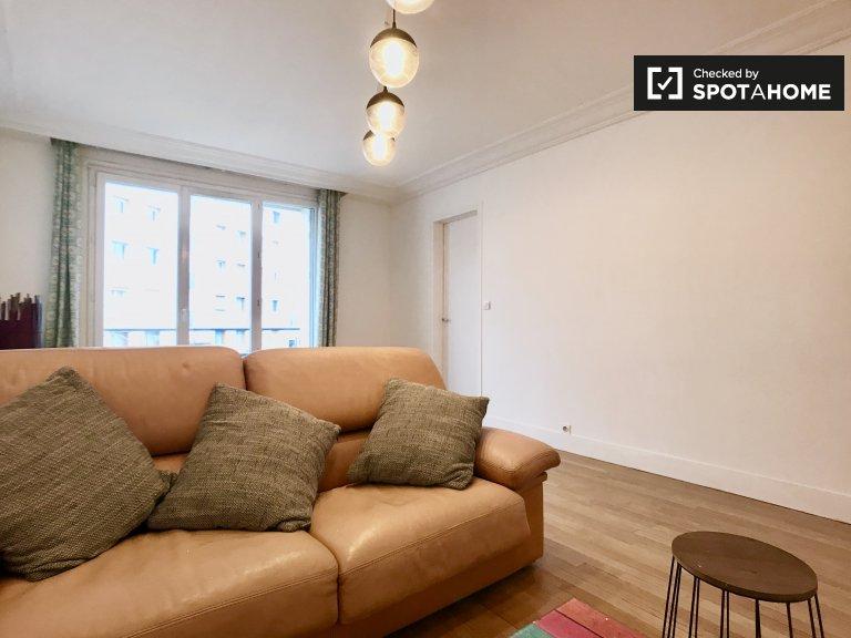 Room for rent in 2-bedroom apartment in Villejuif, Paris