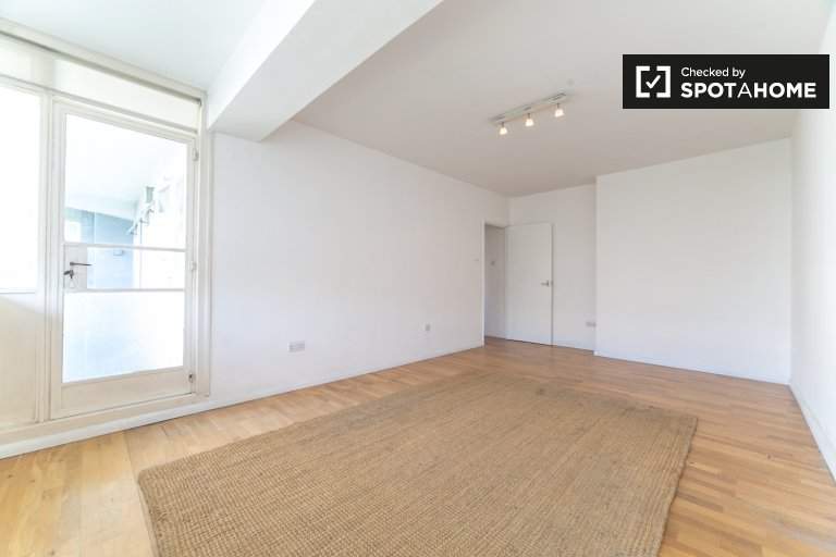 2-bedroom apartment to rent in City of Westminster, London