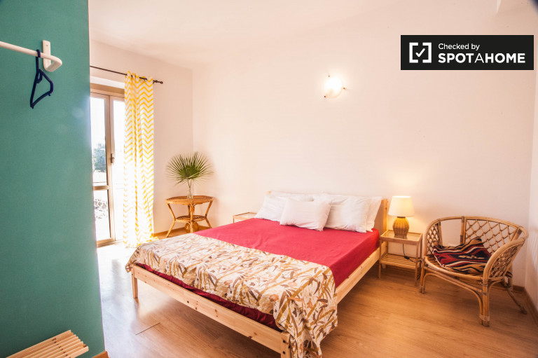 Double Bed in Rooms for rent in furnished 4-bedroom apartment in Settecamini
