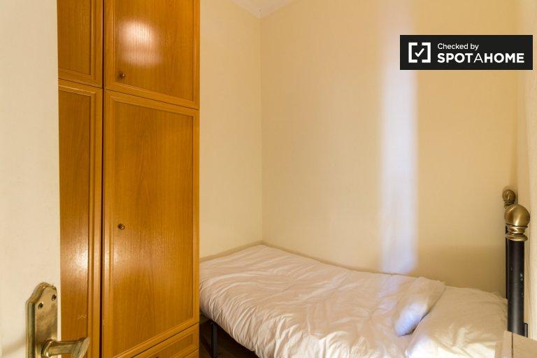 Möbliertes Zimmer zur Miete in 5-Zimmer-Wohnung in Eixample