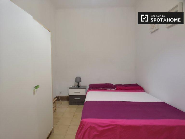 Zimmer zu vermieten in 4-Bett-Wohnung im lebhaften Eixample Dreta