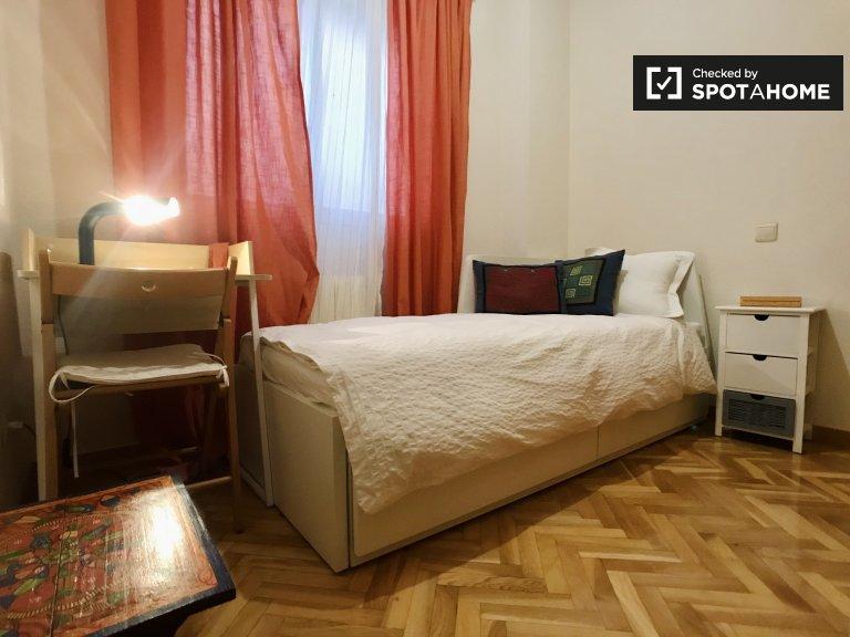 Se alquila habitación individual, apartamento de 2 dormitorios, Fuencarral-El Pardo