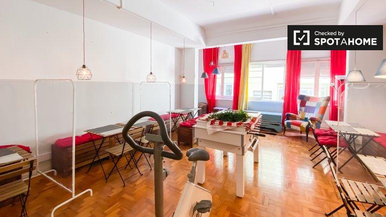 Quarto para alugar em apartamento de 10 quartos em Lisboa