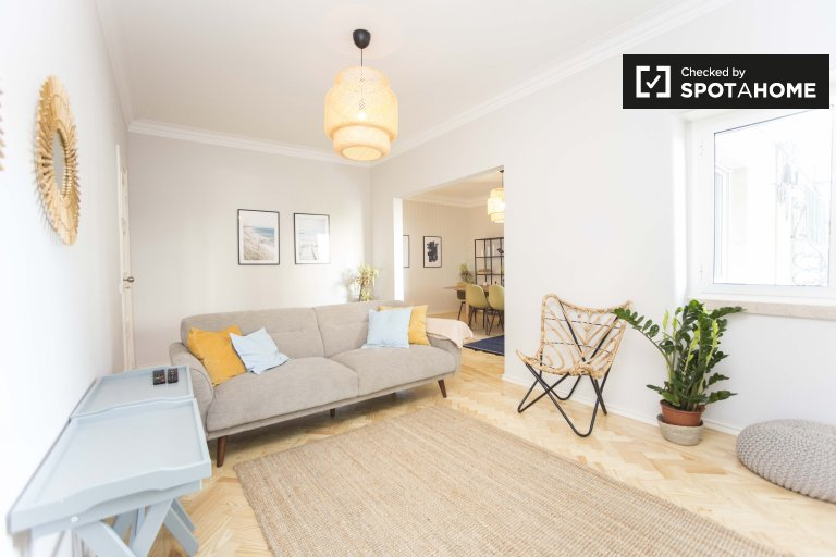 Bright 2-bedroom apartment for rent in Alvalade, Lisbon