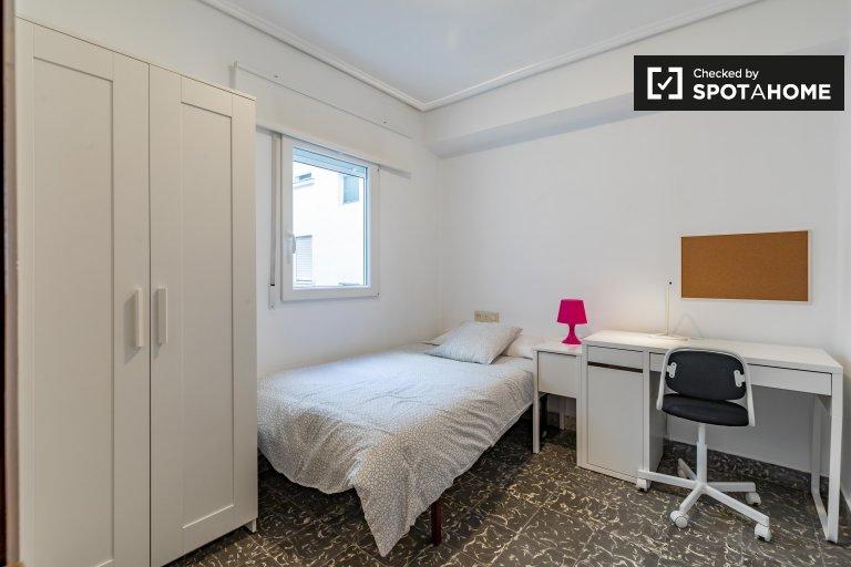 Chambre confortable à louer dans un appartement de 3 chambres à La Saïdia